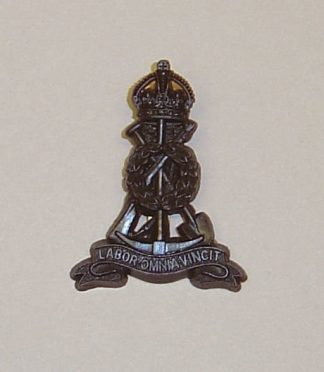 ARMY PIONEER CORPS KC brown plastic cap badge