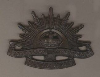AUSTRALIAN COMMONWEALTH FORCES KC - 'Rising Sun' cap badge original