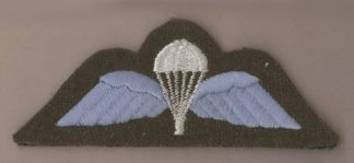 BRITISH BASIC PARACHUTE WINGS white/blue on khaki