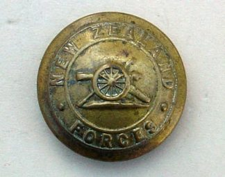 NEW ZEALAND FORCES ARTILLERY 25mm ORs BRASS BUTTON