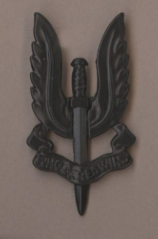 ECIAL AIR SERVICE Black metal cap/beret badge