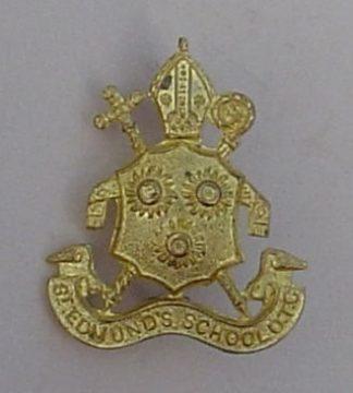 ST EDMUNDS SCHOOL O.T.C. CANTERBUY  g/m cap badge