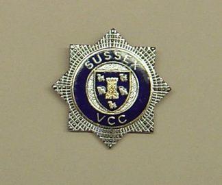 SUSSEX VCC QC nickel, blue ring STAR pat cap badge