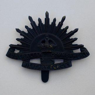 AUSTRALIAN COMMONWEALTH FORCES KC - 'Rising Sun' cap badge original, with hook fixing