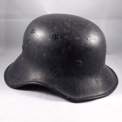 LUFTSHUTZ  HELMET GERMAN WWII - repainted probably the 'Volkssturm'