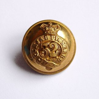 32nd Sikh Pioneers QVC 25 mm Officer's gilt button