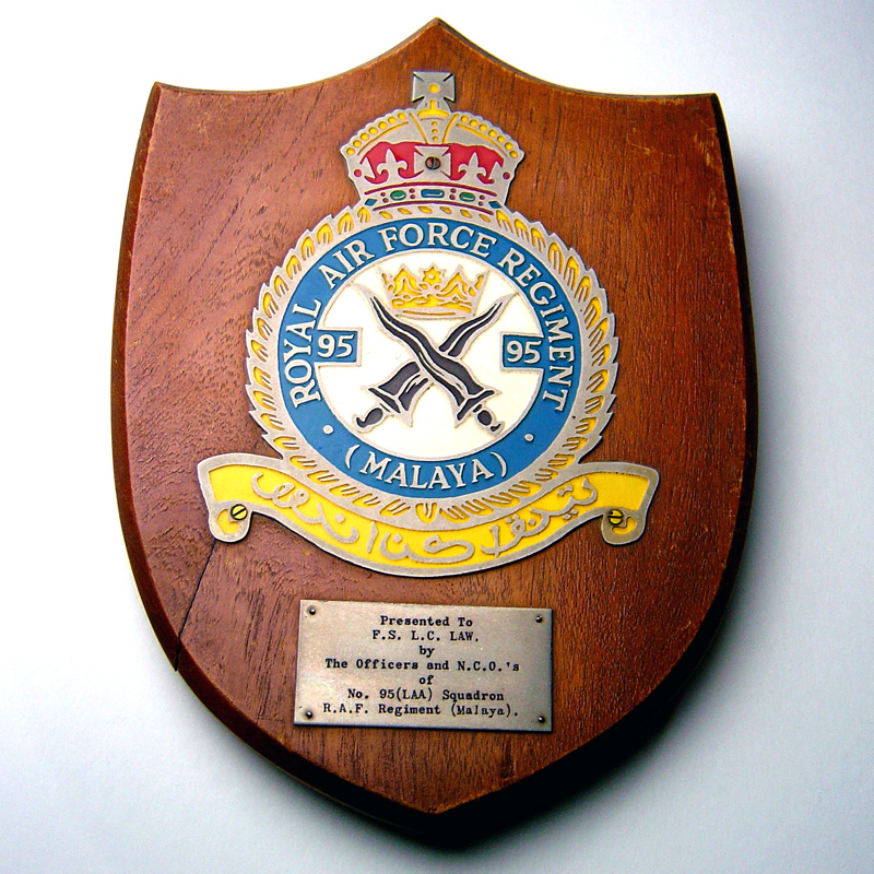R A F  freestanding Plaque ROYAL AIR FORCE REGIMENT (Malaya) KC